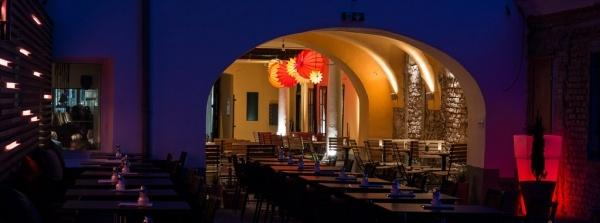 The weatherproof and robust Lampion Barlooon in Café Latte 1070 Vienna Austria - lighting for the catering trade.