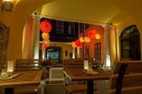 The weatherproof and robust Lampion Barlooon in the Café Latte 1070 Vienna Austria as beer garden lighting.