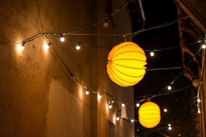 The weatherproof and robust lampion Barlooon during Advent in the courtyards in Quedlinburg.