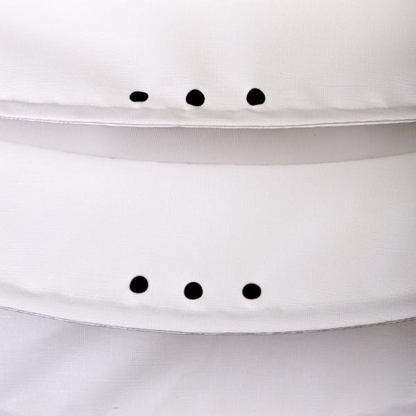Der wetterfeste Outdoor Lampion Barlooon in weiß in der Grösse L - Die Regenabflußlöcher.