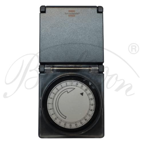 Brennenstuhl mechanische Zeitschaltuhr - Detailansicht von vorne - Beleuchtungszubehör für den wetterfesten und robusten Outdoor Lampion Barlooon.