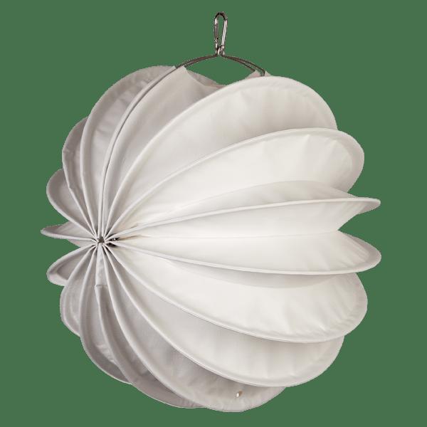 Der wetterfeste Outdoor Lampion Barlooon in weiß in der Grösse M - Die Seitenansicht.
