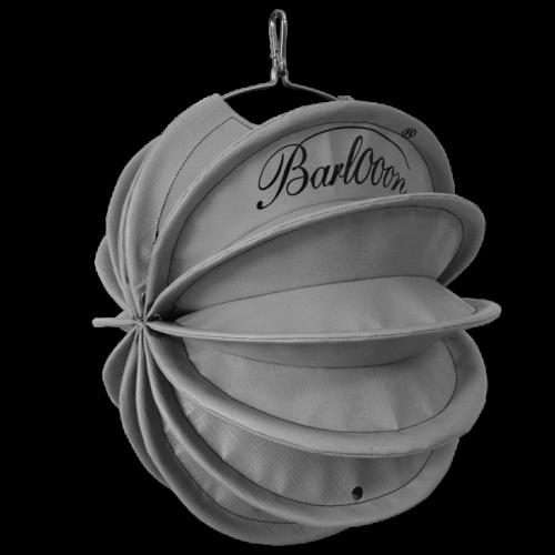 Der wetterfeste Outdoor Lampion Barlooon in grau, bedruckt mit Logo, in der You-Edition in der Größe S
