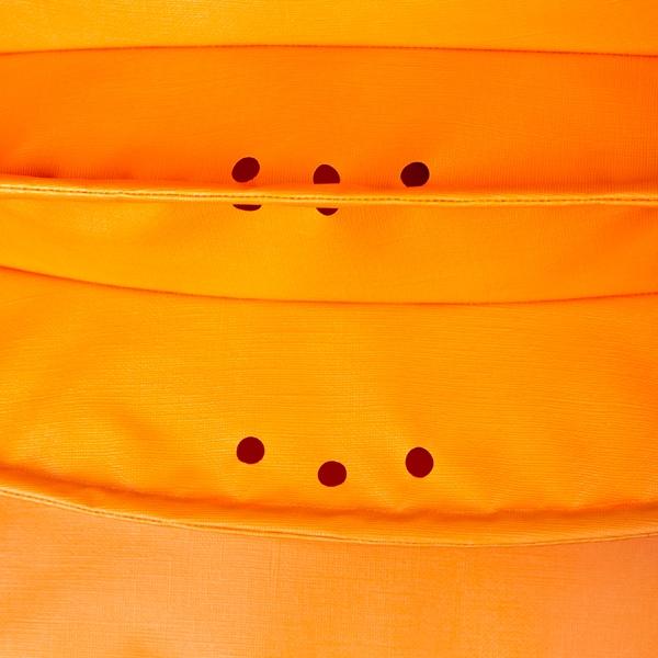 Der wetterfeste Outdoor Lampion Barlooon in orange in der Grösse L - Die Regenabflusslöcher.