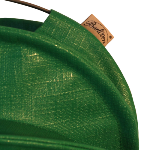 The weatherproof outdoor lampion Barlooon in green with label.