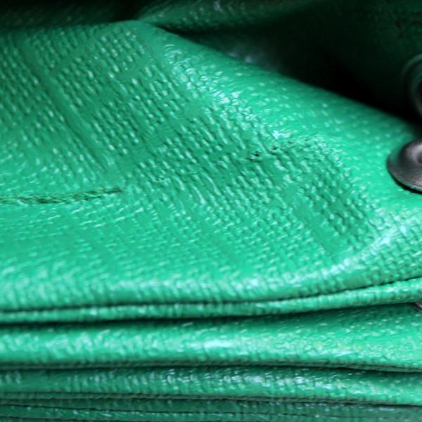 So sieht ein Nähfehler aus bei den grünen wetterfesten outdoor Lampions von Barlooon in der None-Perfect-Edition.
