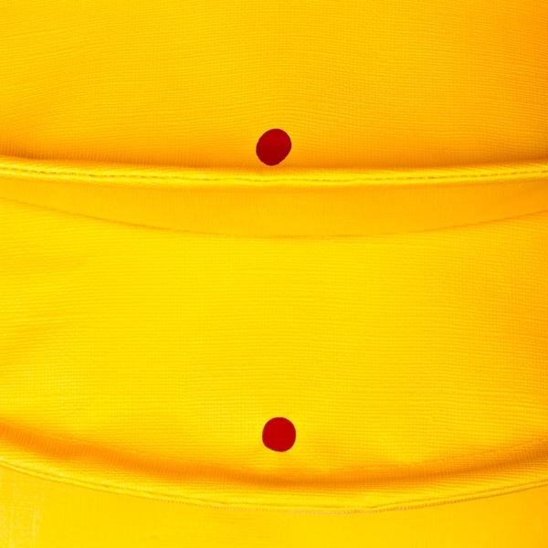 Der wetterfeste Outdoor Lampion Barlooon in gelb in der Grösse S - Die Regenabflusslöcher.