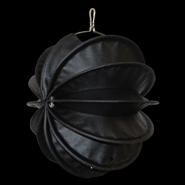 Der wetterfeste Outdoor Lampion Barlooon in der Dark-Edition in schwarz in der Größe S in der Seitenansicht.
