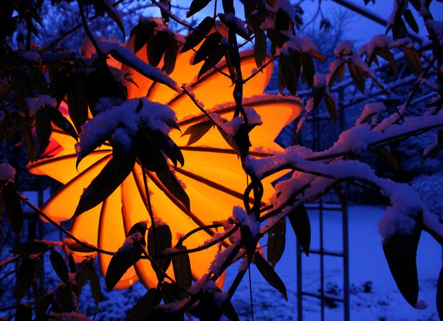 Der Barlooon Lampion im Winter mit Schnee oben drauf.