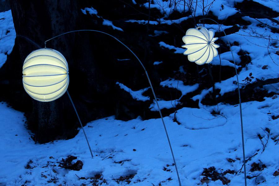 Der robuste und winterfeste Lampion Barlooon in der Größe S und M an Edelstahl-Erdspieß.