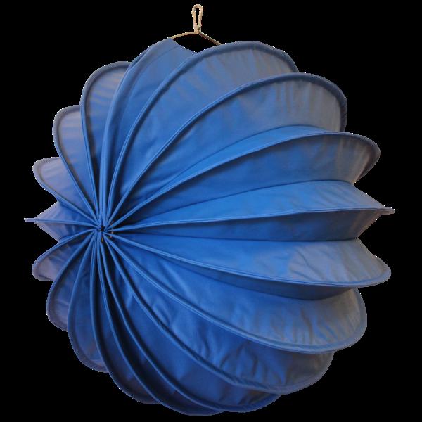 Der wetterfeste Outdoor Lampion Barlooon in blau in der Grösse L - Die Seitenansicht.