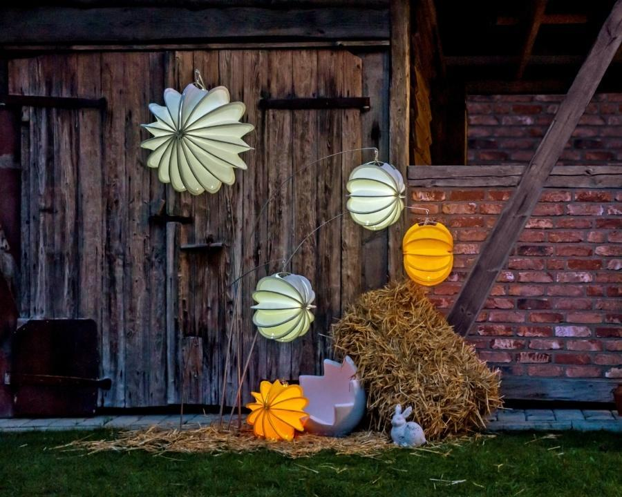 Weatherproof and robust lampion Barlooon as Easter decoration in the garden.