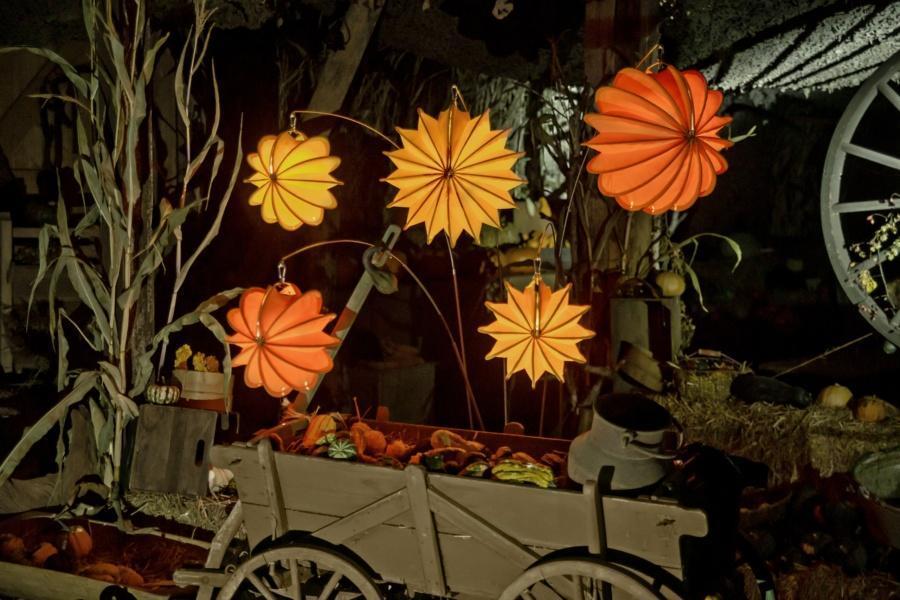 Wetterfester und robuster Lampion Barlooon in orange und gelb als Herbstdekoration
