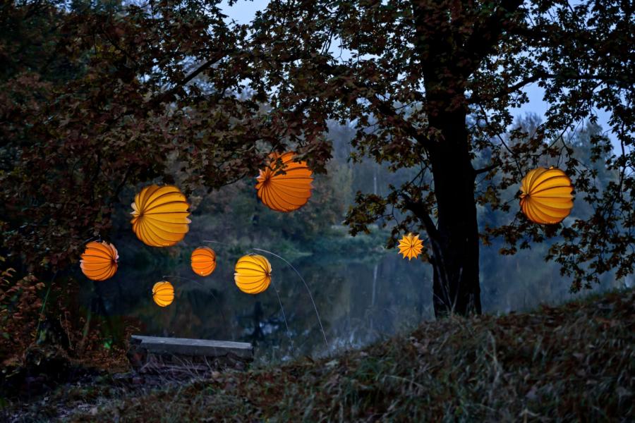 Wetterfester und robuster Lampion Barlooon in orange und gelb in drei Größen