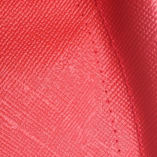So sieht ein Nähfehler aus bei den roten wetterfesten outdoor Lampions von Barlooon in der None-Perfect-Edition.