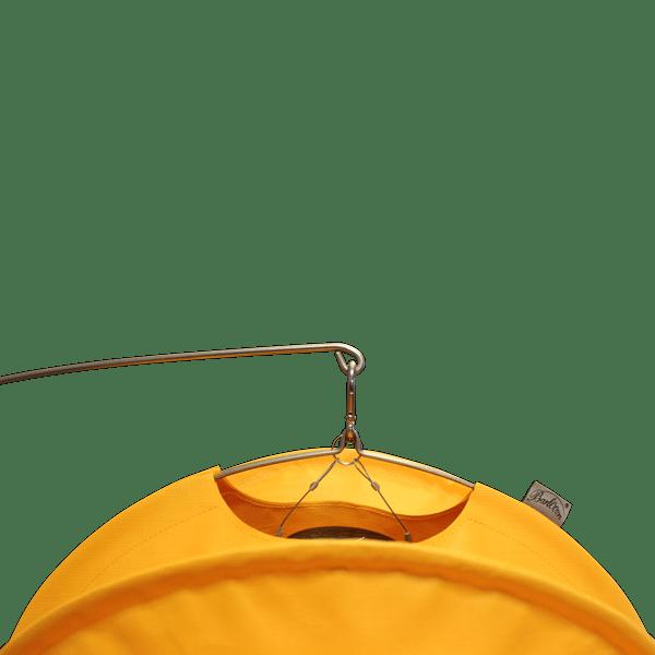 Gelber Barlooon Lampion in der Größe M montiert am Edelstahl-Erdspieß