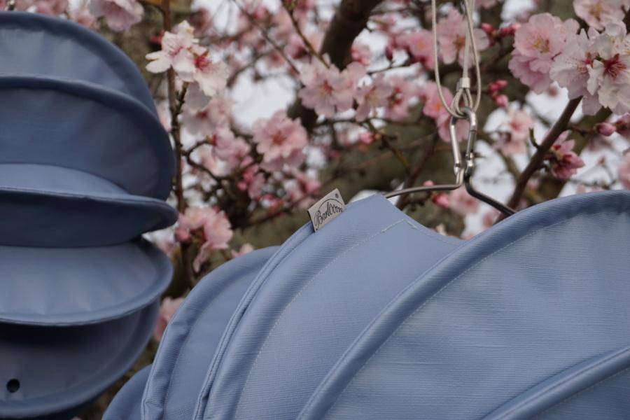Wetterfester outdoor Lampion Barlooon in taubenblaugrau im Frühling