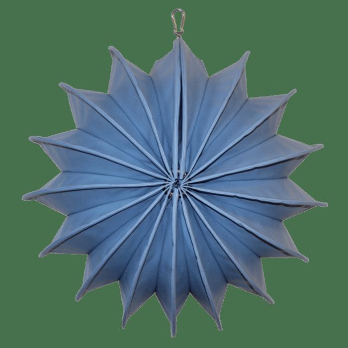 Der wetterfeste Outdoor Lampion Barlooon in taubenblaugrau in der Grösse M - von der Seite.